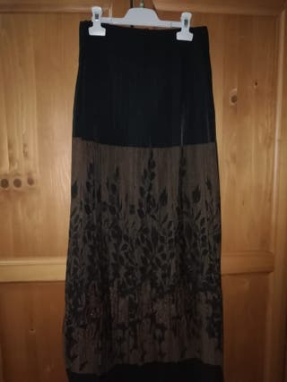 Falda larga plisada y elástica