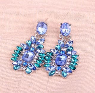 pendientes de piedras largos azules y verdes