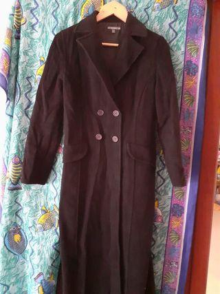 Abrigo Negro Señora de Bershka talla 38