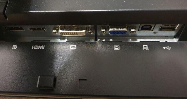 Monitor HP ZR2240w, ajustable en altura