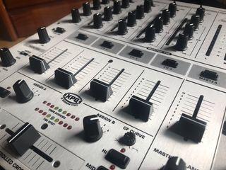 SOLO HOY Mesa de mezclas BEHRINGER DJX700