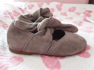 Bailarinas de piel gris ZARA baby. Talla 21