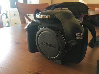 Cámara canon eos 1100D con mochila