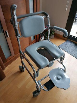 silla ruedas de baño con orinal