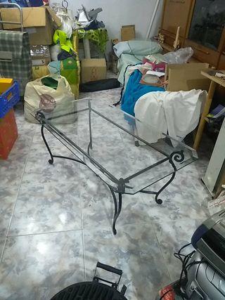 Mesa de forja negra con cristal biselado