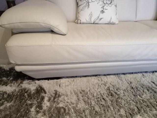 """Sofá de piel blanco y 2 Puff de """" Natuzzi """". de segunda ..."""