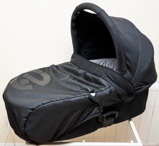 Black Babystyle Oyester Carrycot