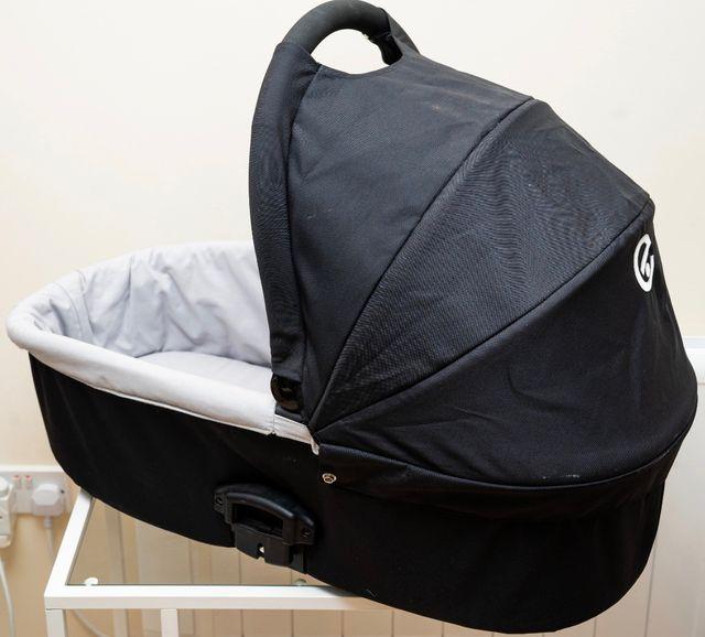Black Babystyle Oyester Carrycot