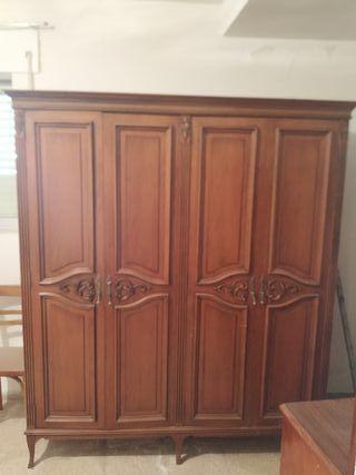 armarios antiguos de madera maciza
