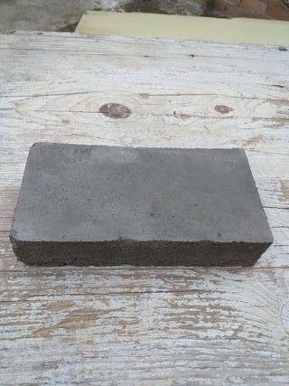 Ladrillos macizos de cemento