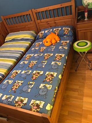 Cama y colchón, mesita de noche y estantería Ikea