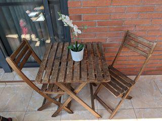 Mesa y sillas exterior