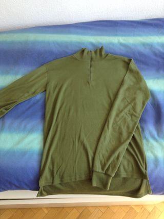 Jersey verde cuello alto
