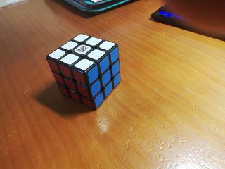 Cubo Rubik profesional alta calidad.