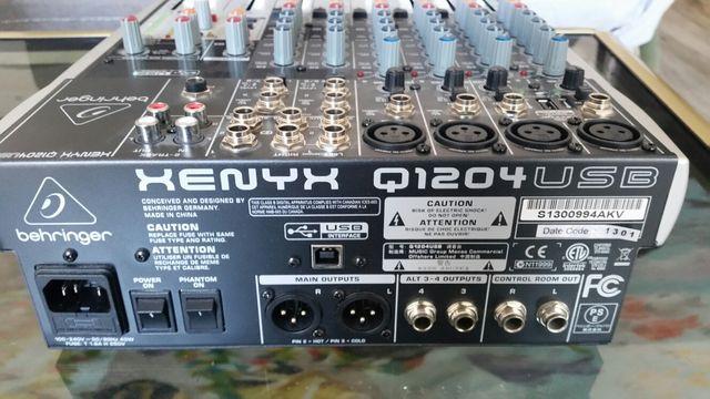 Mixer Behringer Xenyx Q1204USB