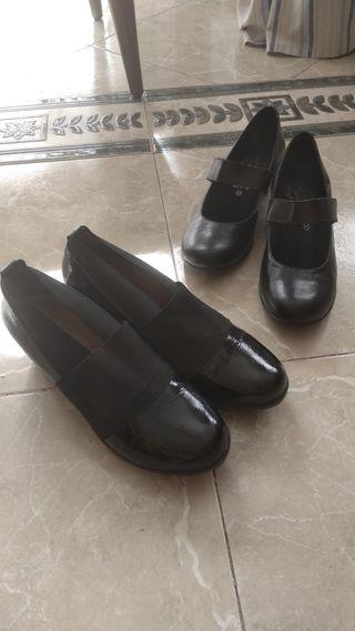 Zapatos negros con cuña.