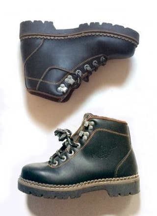 Botas de piel estilo militar en tendencia