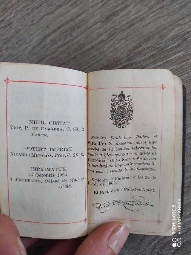 Misales en miniatura, libro antiguo (1905 y 1980)