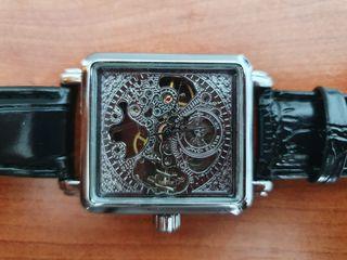 Reloj de cuerda de pulsera plateado vintaje