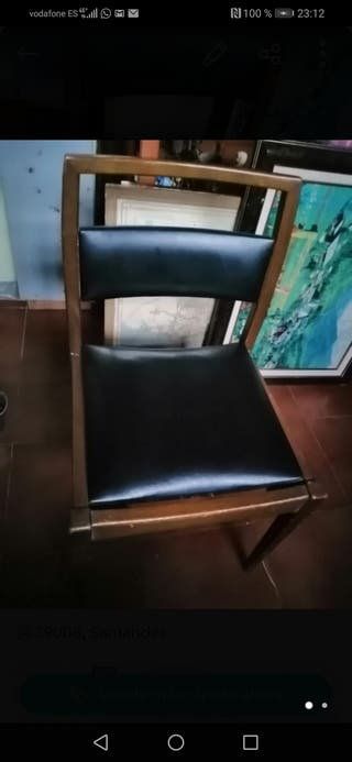 2 sillas negras cuero y madera vintague