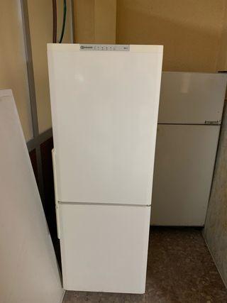 Se venden dos frigoríficos