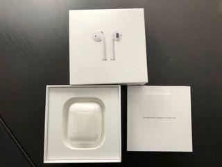 Se venden Airpods de Apple.