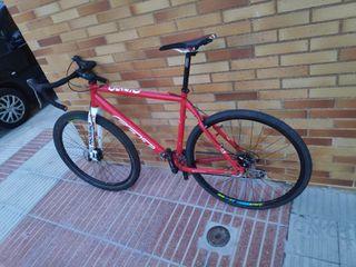 Bicicleta Gravel. ciclocross, todo terreno.