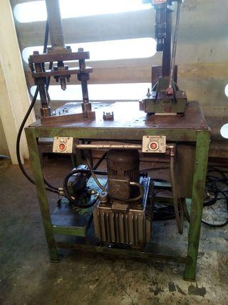 Banco de trabajo con prensa hidraulica y taladro