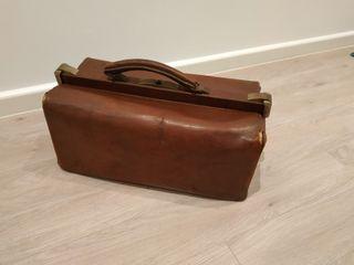 Antiguo maletín de médico