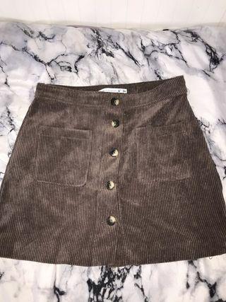 Falda de pana y botones
