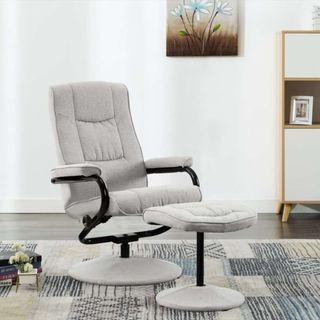 Silln reclinable con reposapiés de tela gris cla