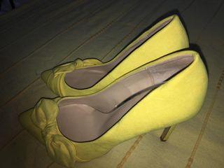 Zapatos muy bonitos amarillo