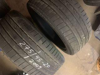 Dos neumáticos Bridgestone