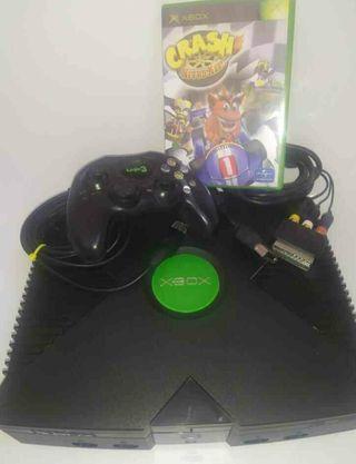 Consola Xbox clásica con un juego