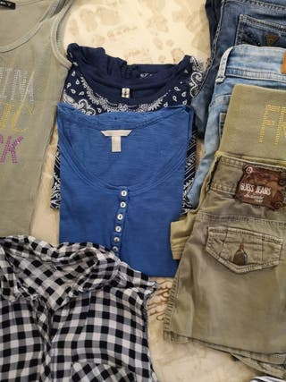 lot de 20 piezas de ropa de diferentes marqués.