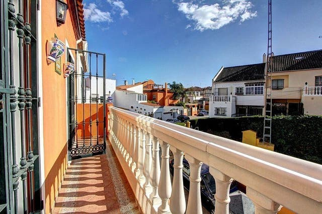 Casa adosada en venta en Playa de la Fontanilla en Marbella
