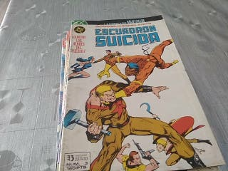Lote de 11 cómics escuadron suicida. Buen estado.