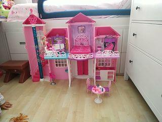 casa grande de Barbie,nueva con sus accesorios