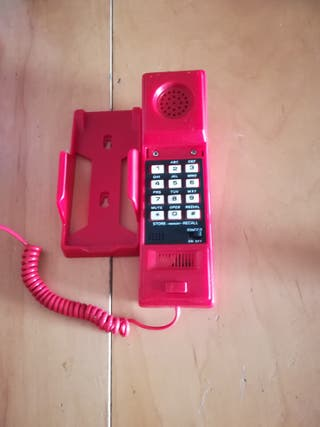 teléfono antiguo rojo