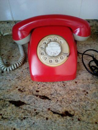 Antiguo telefono Heraldo rojo