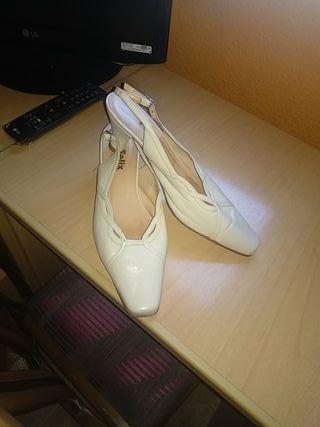 zapatos de piel nuevos ,puestos solo en una boda