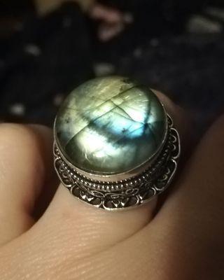 Increíble anillo labradorita