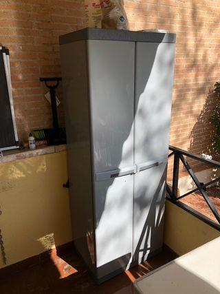 Mueble escobero exterior