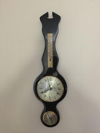 Reloj, termómetro y presiones