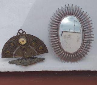reloj estilo isabelina y espejo antiguo