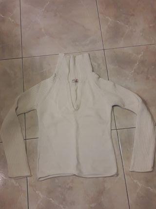 Jersey blanco ajustado cuello alto