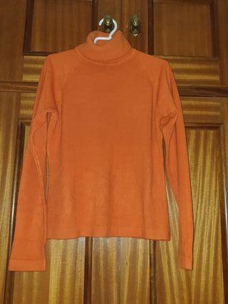Jersey cuello alto cashmere.