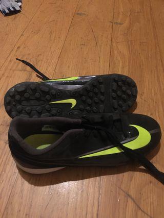 Botas futbol minitacos talla 38.5