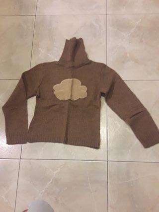 Jersey marrón de punto, de cuello alto impecable