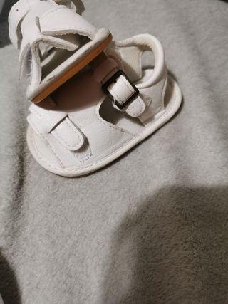 trajecito blanco y sandalias bebe